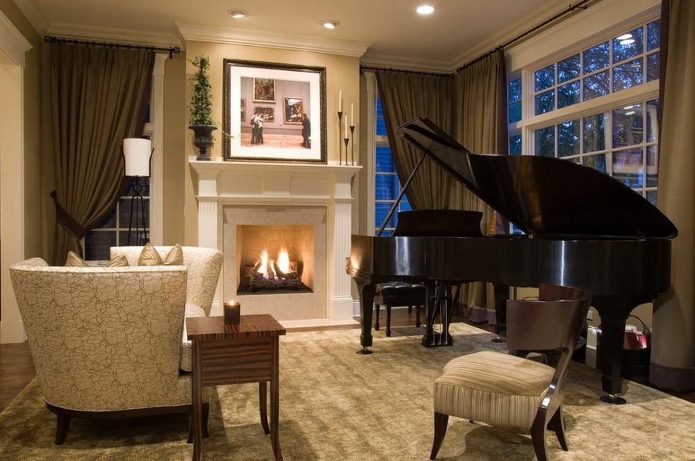Небольшой зал с пианино
