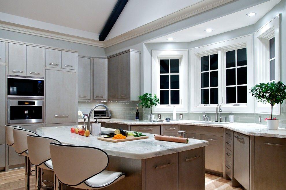 кухня с эркером в современном стиле