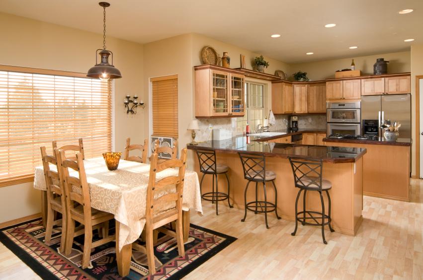 кухня-столовая в деревенском стиле