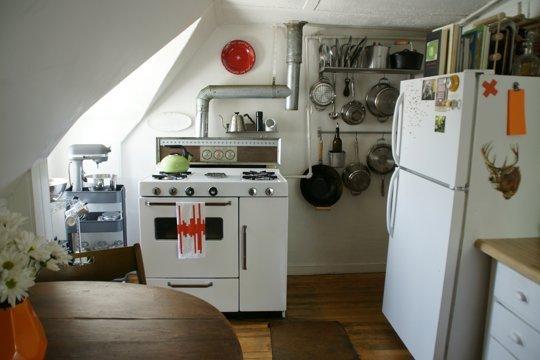 Маленькая кухня в мансарде
