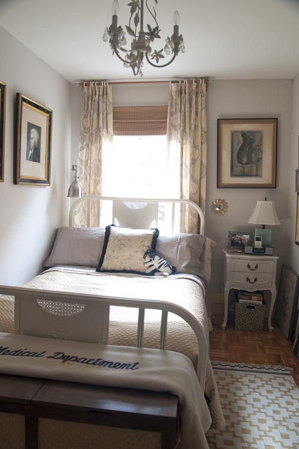 маленькая узкая спальная комната