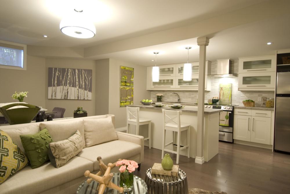 светлая кухня-гостиная