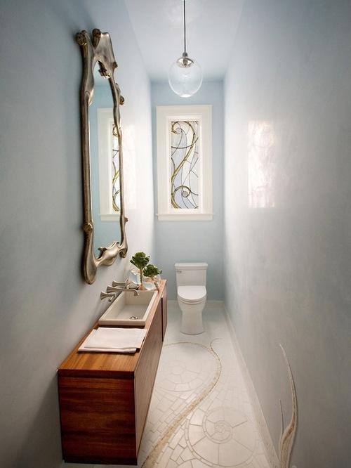 На фото: узкий туалет, за который не стыдно