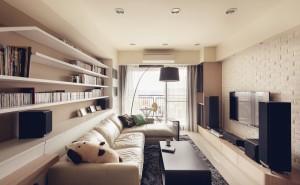 На фото: узкая гостиная