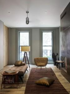 На фото: узкий зал в минималистичном стиле