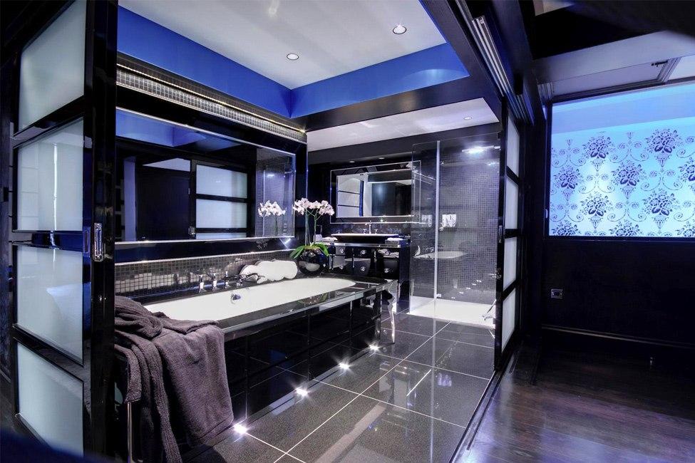 черно-синяя ванная комната