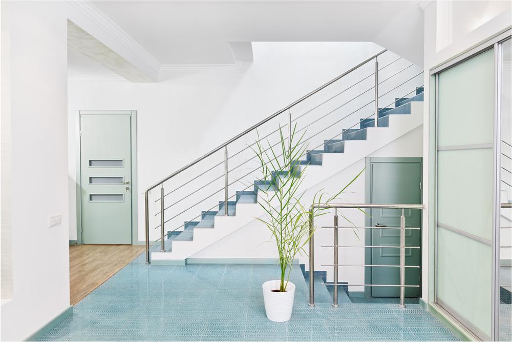 прихожая в частном доме в стиле минимализм
