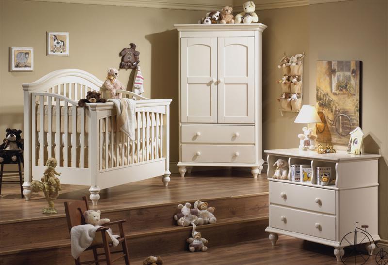 детская с деревянной мебелью