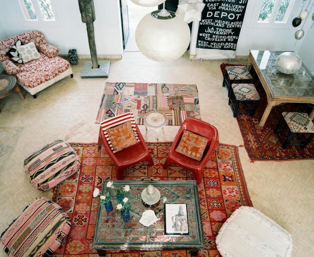 интерьер в марокканском стиле с коврами
