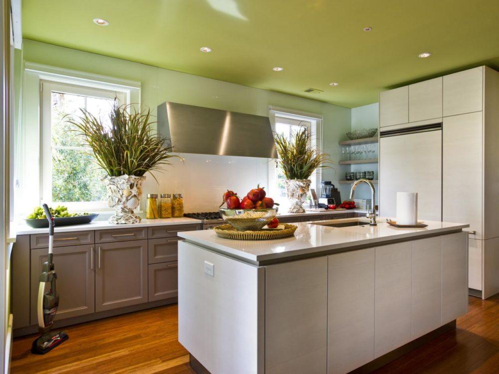 потолок на кухне зеленого цвета