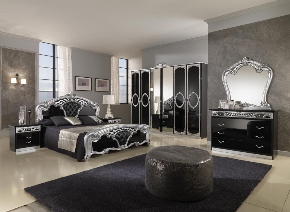 спальня в готическом стиле с картинами