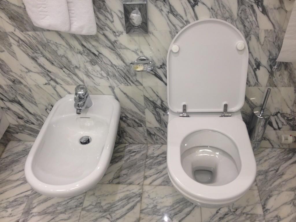 ванная с подвесным биде
