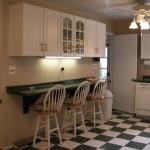 Уютная кухня с барной стойкой
