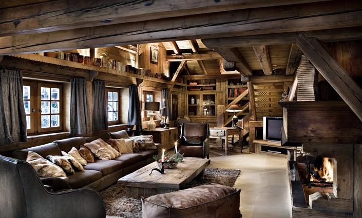 Комната в стиле шале с массивной мебелью