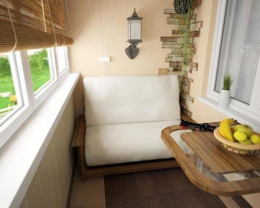 Кухня совмещенная с балконом с диваном в углу
