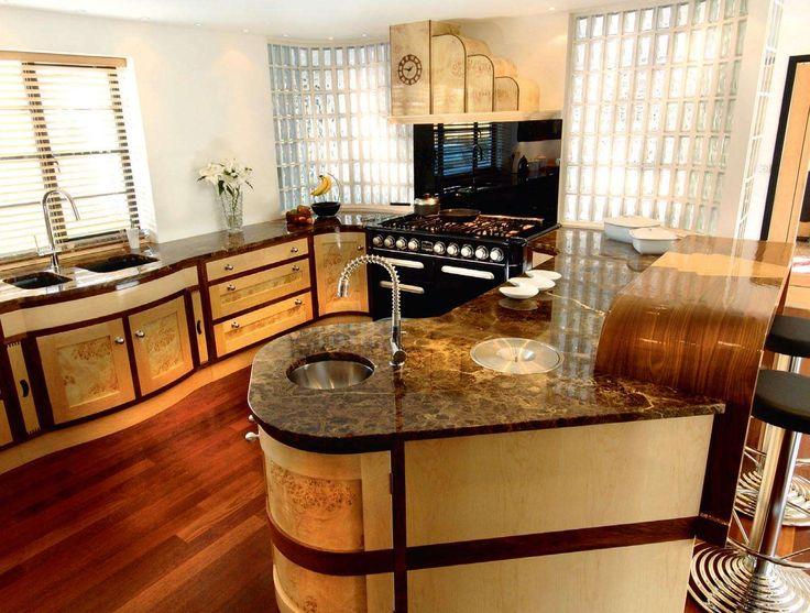 Кухня в стиле арт-деко натуральных цветов