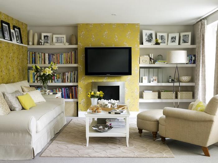 Небольшой зал с телевизором