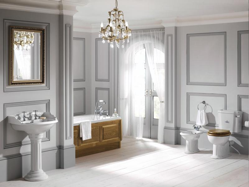 Ванна совмещенная с туалетом с люстрой