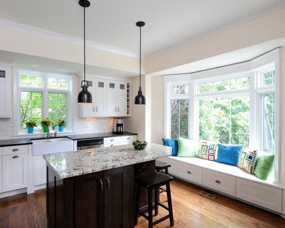 кухня с эркером и диваном-тумбочкой