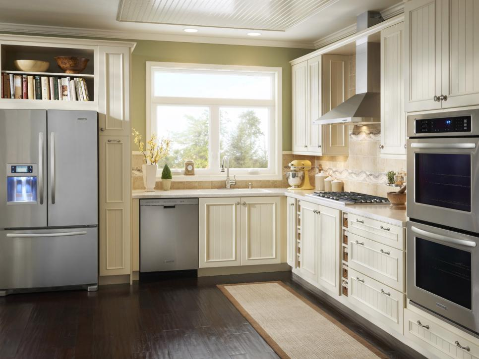 кухня со встроенными бытовыми приборами