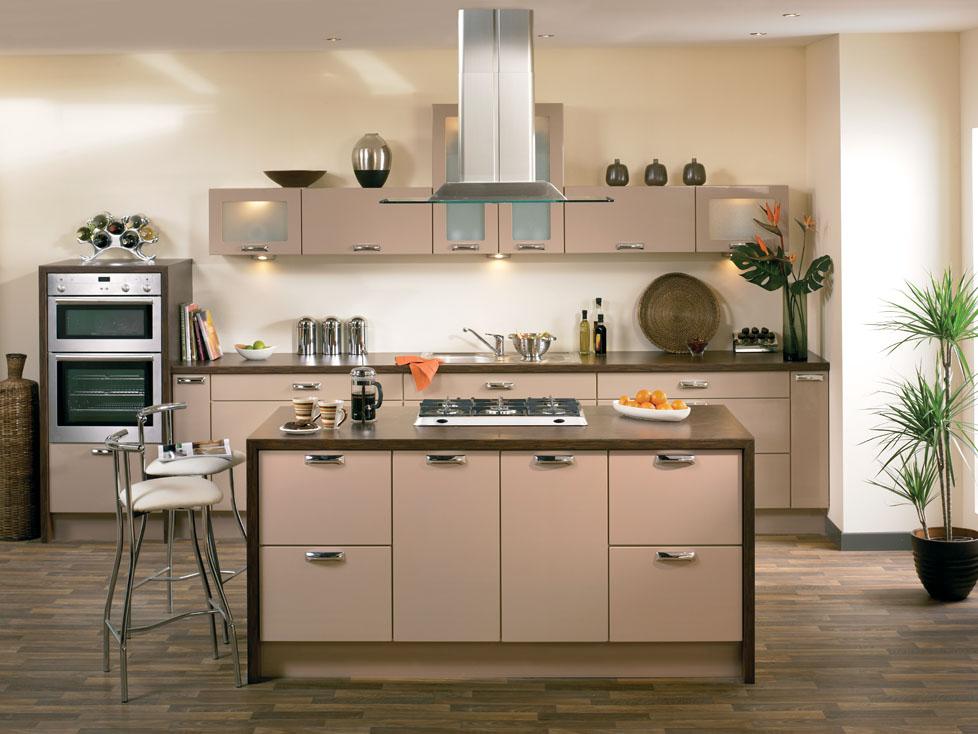 кухня-студия с мощной вытяжкой