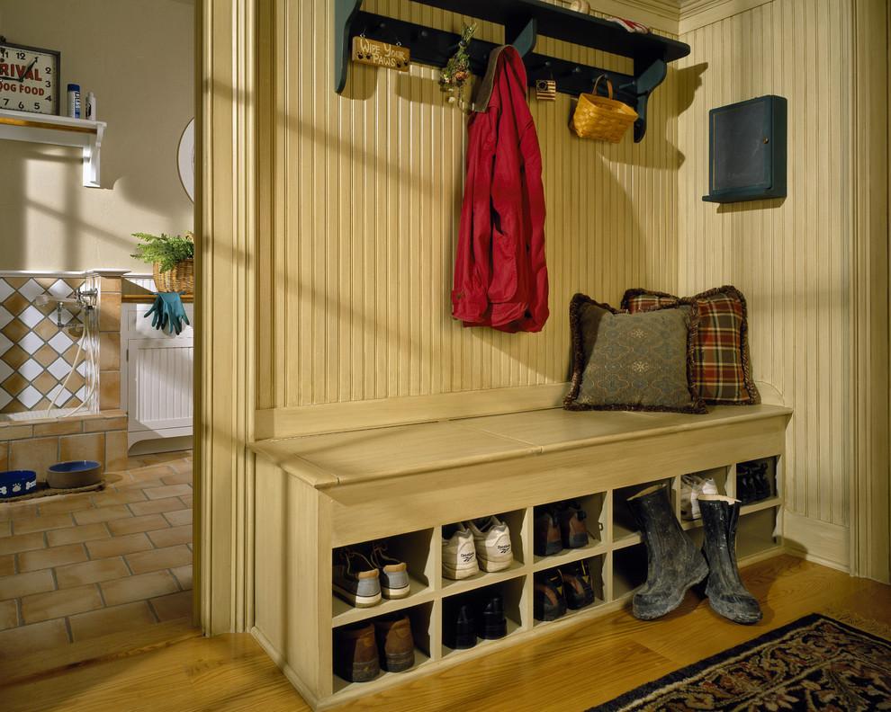 скамья совмещенная со шкафчиком для хранения обуви