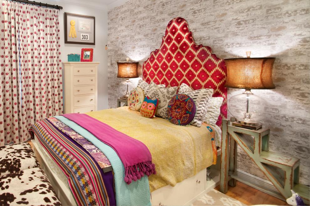 спальня в богемном стиле с торшерами