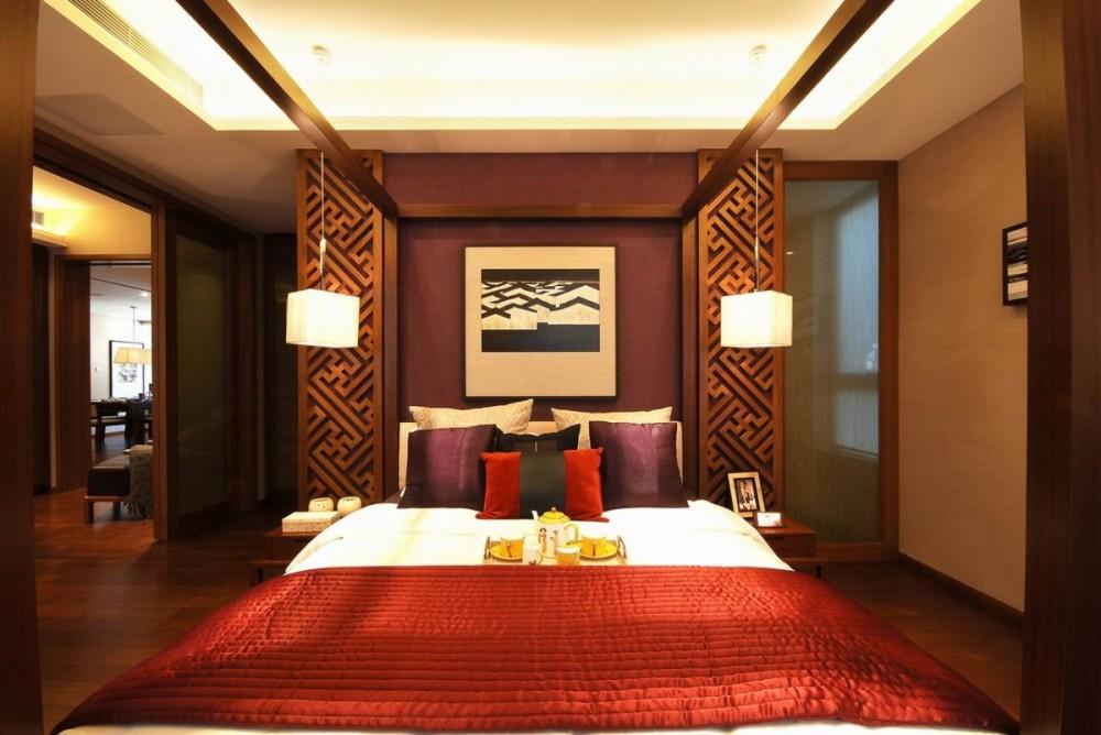 спальня в китайском стиле с большой кроватью