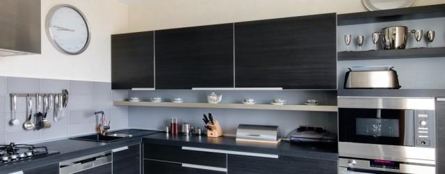 угловая кухня в стиле хай-тек