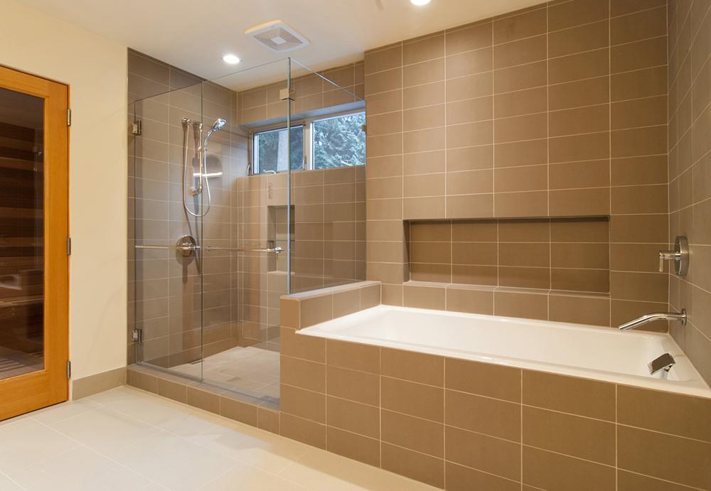 ванная с горизонтальной плиткой