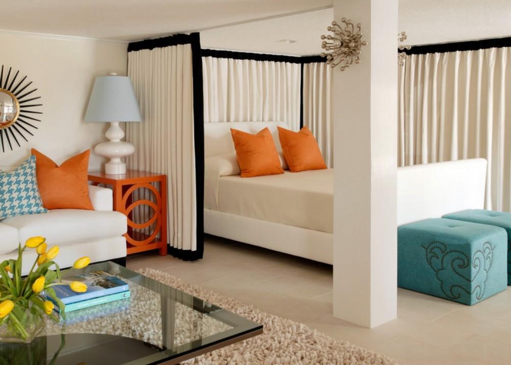 зонирование спальни и гостиной с помощью занавеси