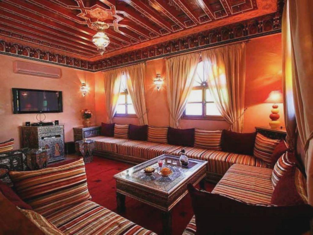 интерьер в марокканском стиле в красных оттенках