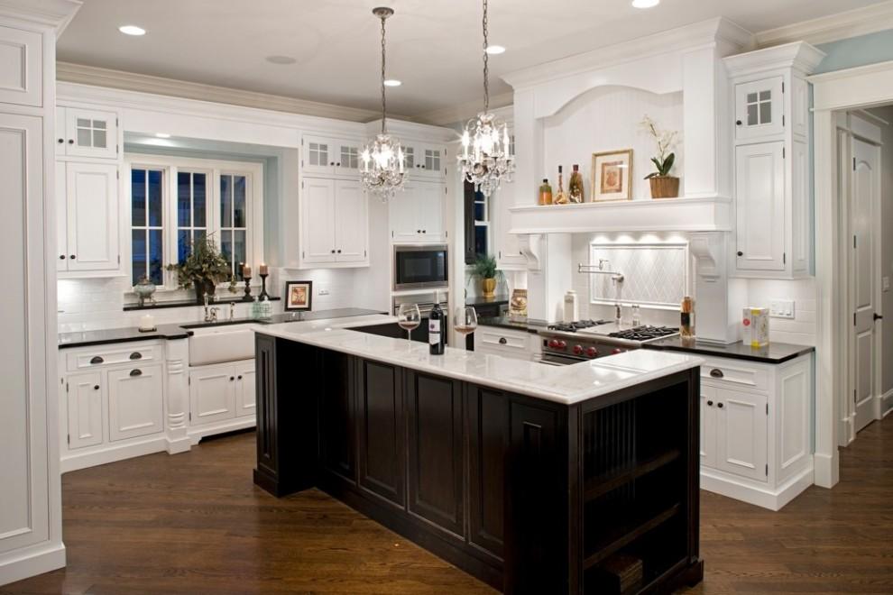 кухня в американском стиле с барной стойкой