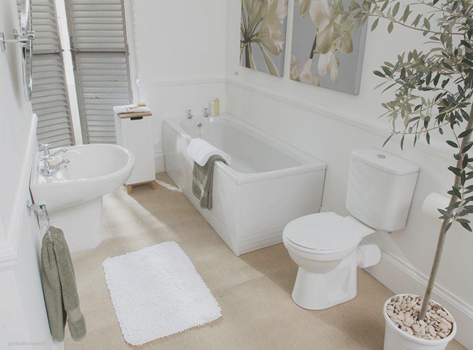 небольшая ванная совмещенная с туалетом в светлых тонах