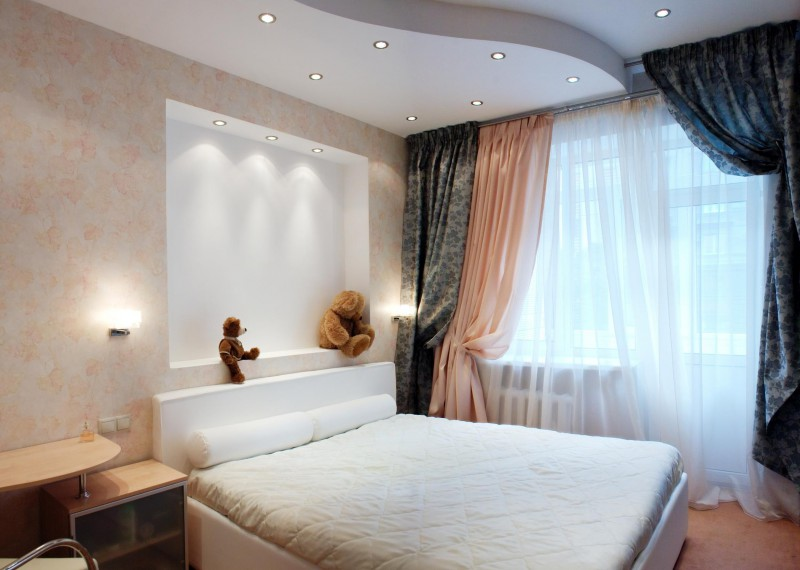 разноуровневое освещение в небольшой спальне