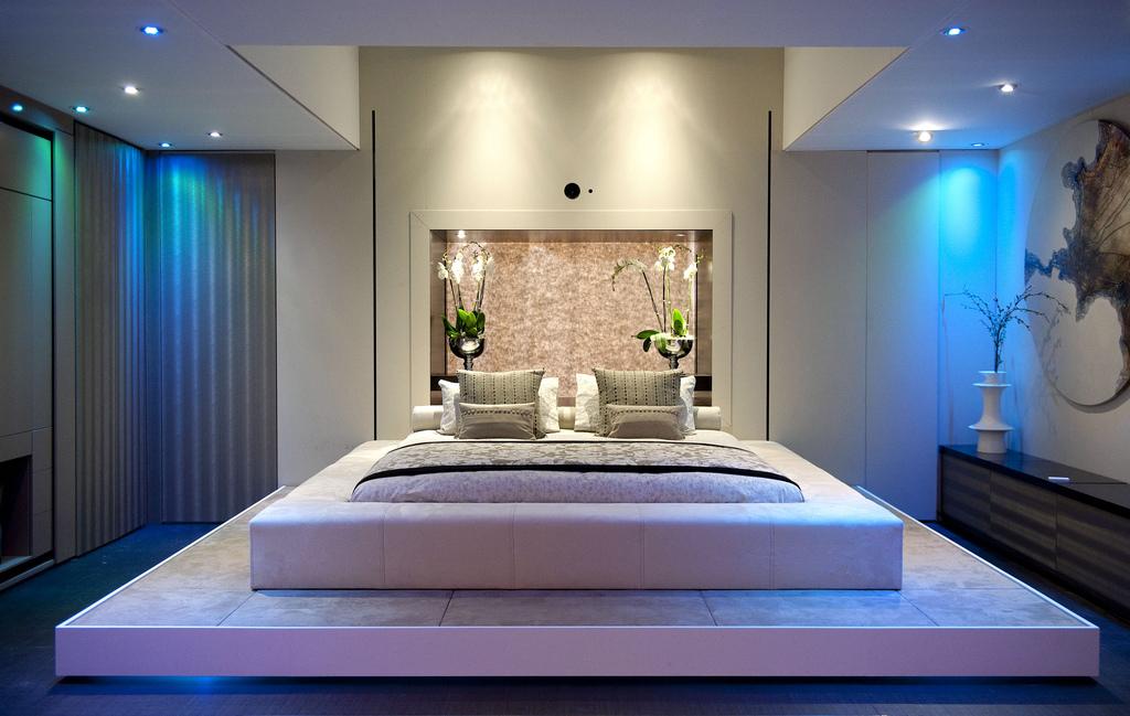 спальня 12 кв. м. с подиумом