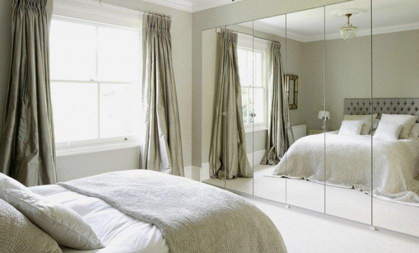 зеркало в небольшой спальне
